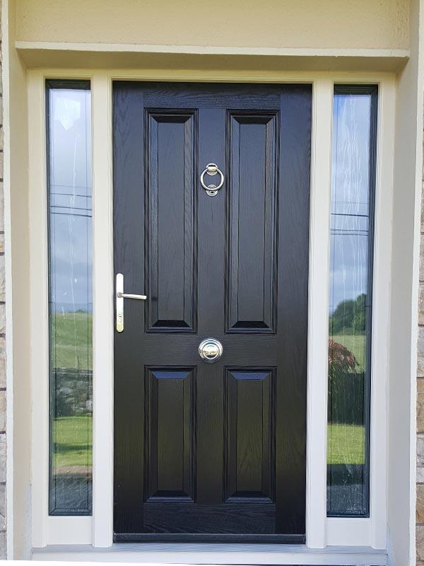 025_ross-door-black-cream-frame-door-knocker